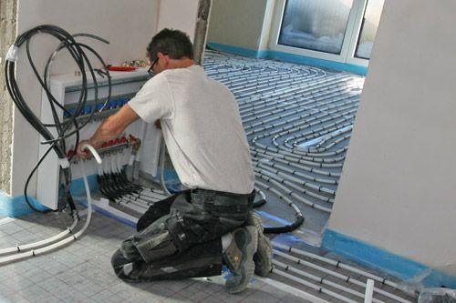 schritt 6 rohr am heizkreisverteiler anschlie en fussbodenheizung tackersystem anschluss. Black Bedroom Furniture Sets. Home Design Ideas