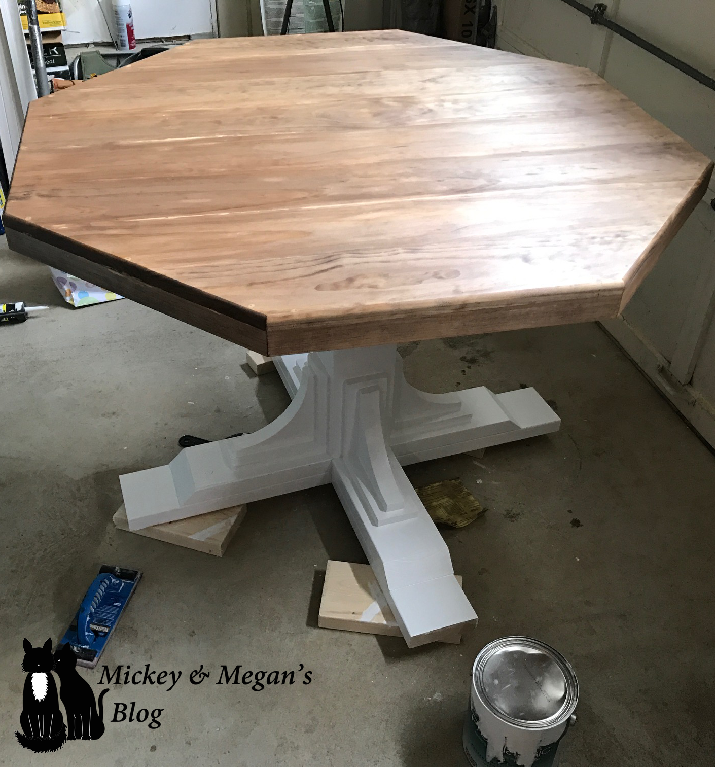 Diy Kitchen Table Farmhouse Style Octagon Round Table For The Breakfast Nook Kitchen Makeover Diy Kitchen Table Breakfast Nook Table Kitchen Table Redo