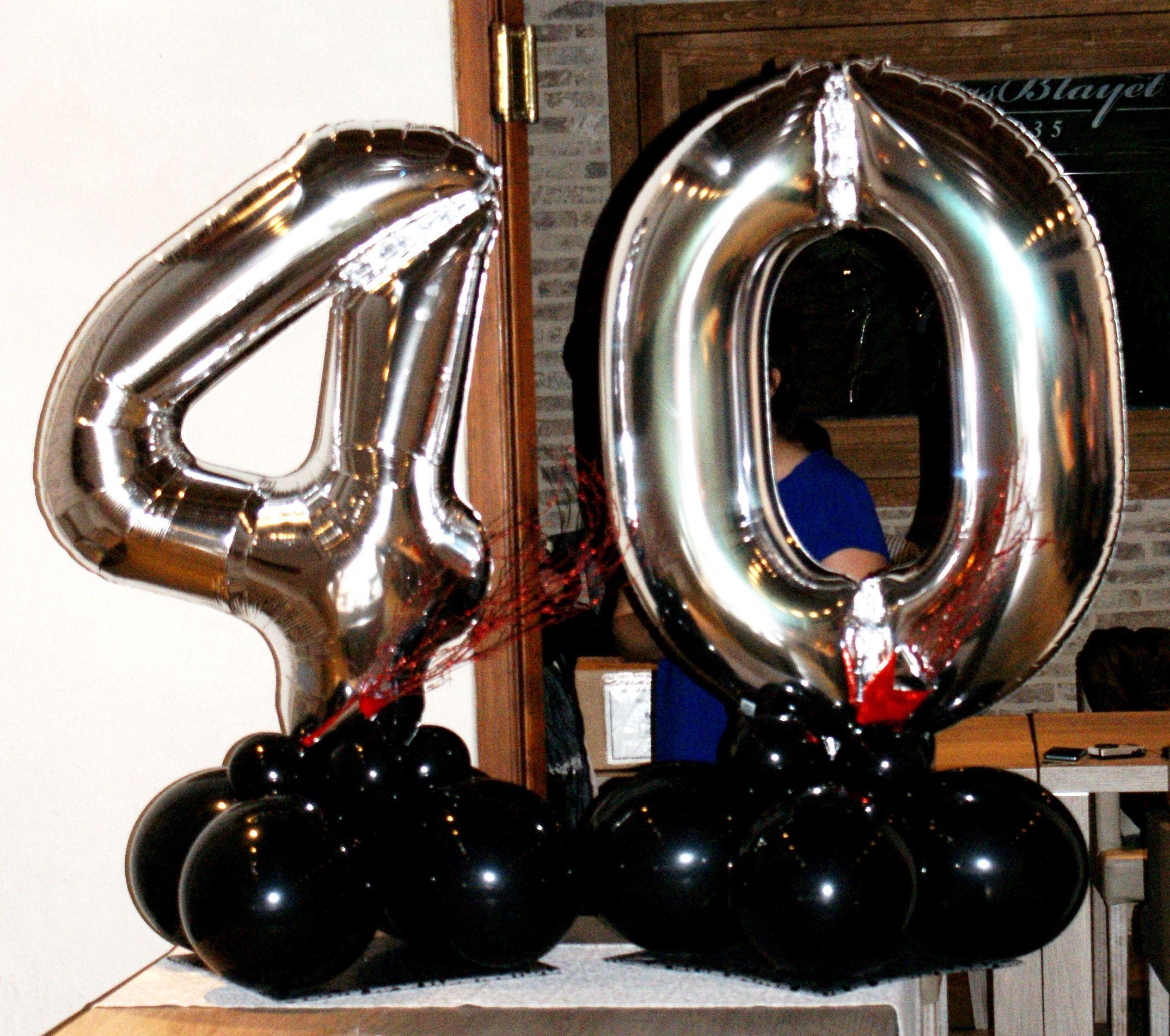 Decoraci n de 40 cumplea os con globos de foil - Decoracion para cumpleano ...