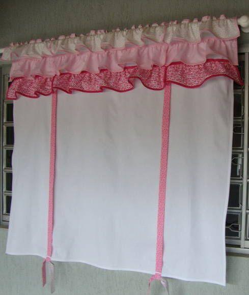 Cortininha romântica feita sob encomenda e o modelinho escolhido pela cliente p/ enfeitar um lavavo com  revestimento rosa bebê.