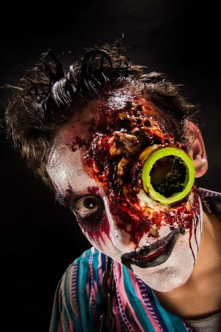 Maquillage Halloween Homme Pour Devenir Zombie Avec Teint Blanc Et