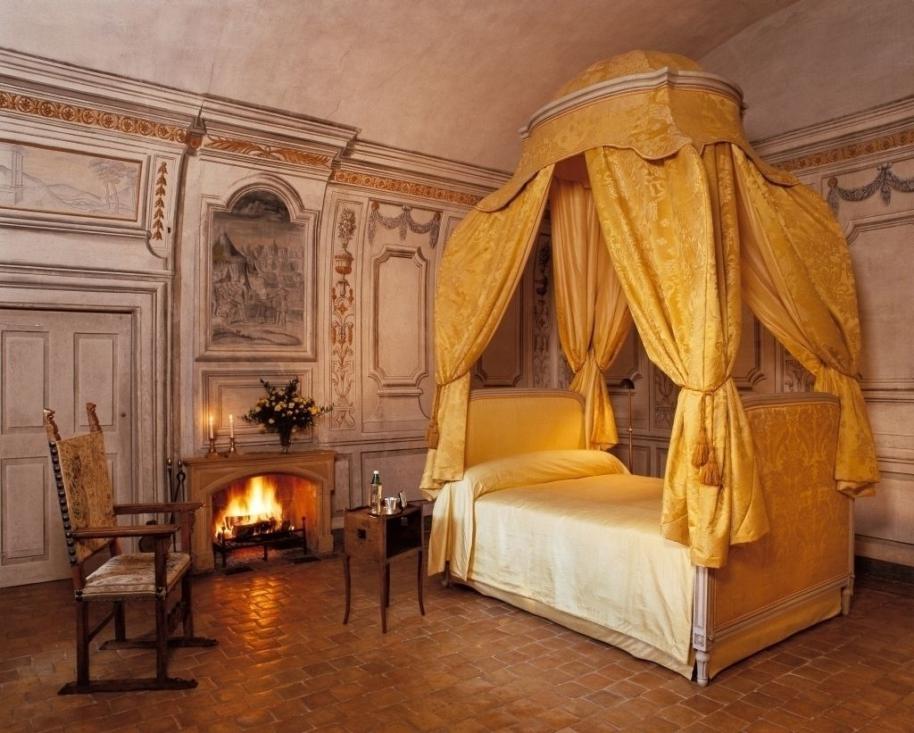 Castle master bedroom - Bedroom Castle Ch Teau De Bagnols Built 13th Century Lyon France
