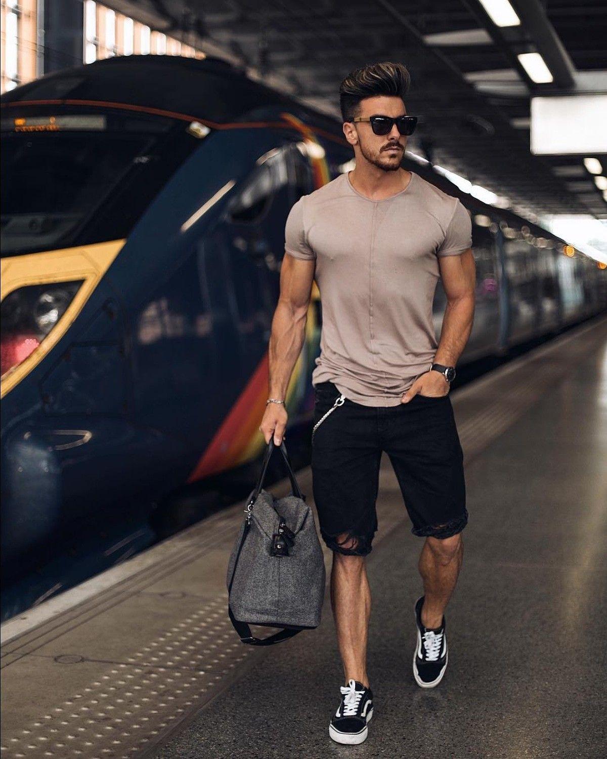ec056e79cc3 Look masculino para a primavera verão 2019. Veja mais dicas de moda com o tênis  Vans Old Skool no blog Marco da Moda - Por  rowanrow