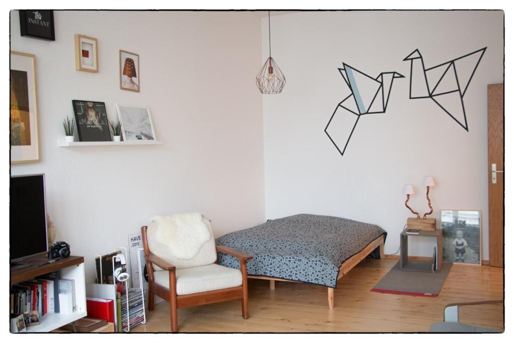Gemütliches Wg-Schlafzimmer Mit Origami-Wandtatoo In Berlin