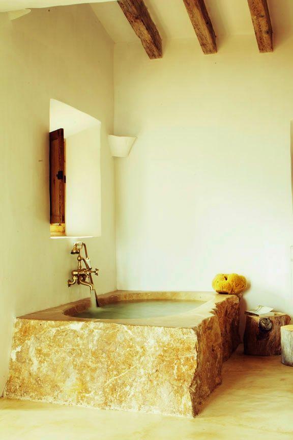 une maison d t majorque baignoire en pierre pinterest. Black Bedroom Furniture Sets. Home Design Ideas