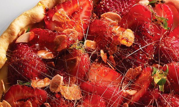 Receita de Torta de morango e amêndoa - Torta doce - Dificuldade: Difícil - Calorias: 623 por porção