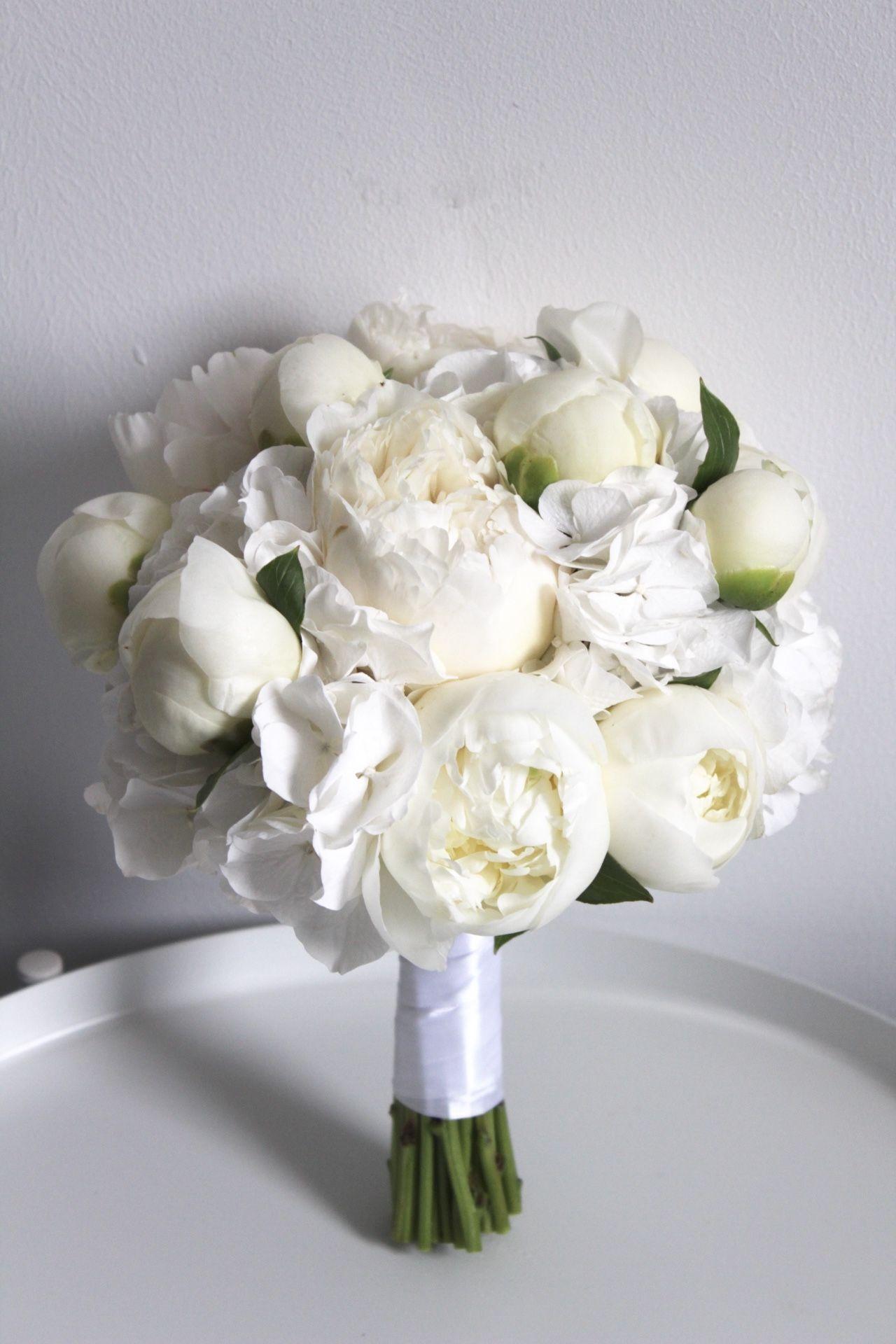 Standesamt-Brautstrauß in Weiß