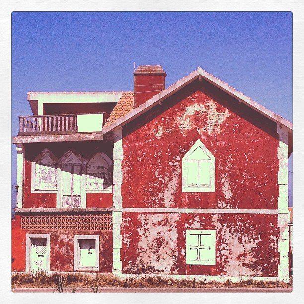 Red house or haunted house... Casa encarnada ou casa