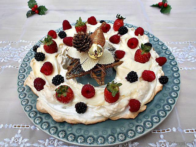 Coisas simples são a receita ...: Pavlova coroa de Natal                                                                                                                                                     Mais