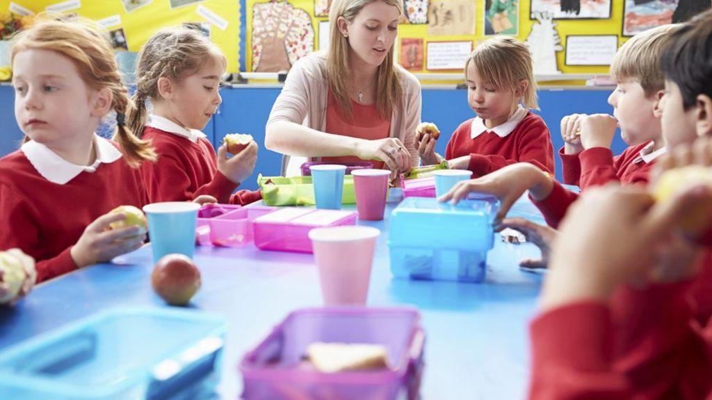 Teachers' subject training 'too brief' Failing school