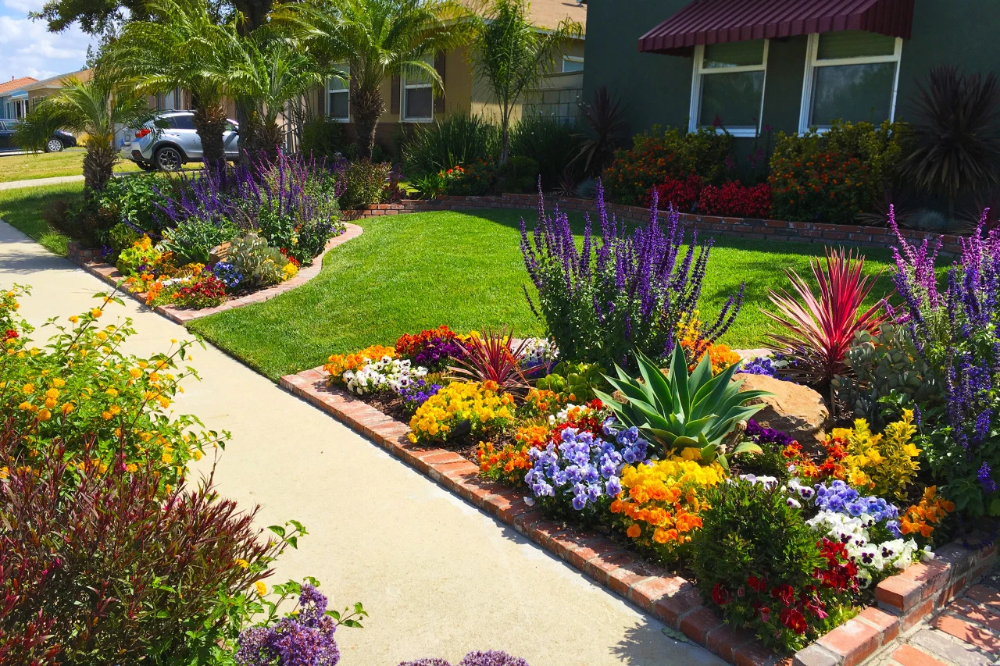 4 Landscaping Ideas For Your Front Yard Landscape Ideas Front Yard Curb Appeal Front Yard Landscaping Design Small Front Yard Landscaping