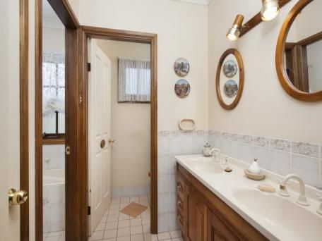 3 way bathroom layout | Bathroom layout, Small bathroom ...