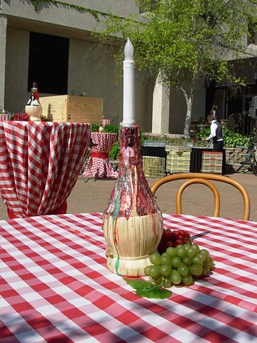 Chianti decor table with bottle candle holder
