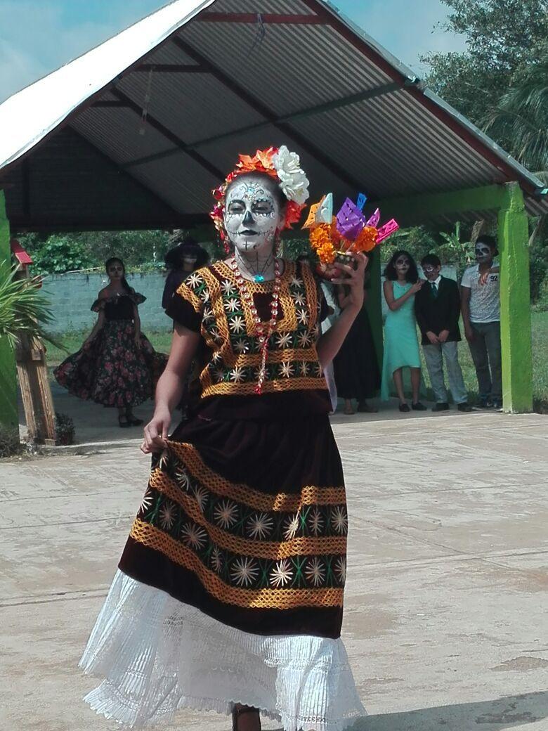 Catrina con vestimenta oaxaqueña tradiciones pinterest jpg 780x1040  Vestimenta de la catrina 682df1ebf4e