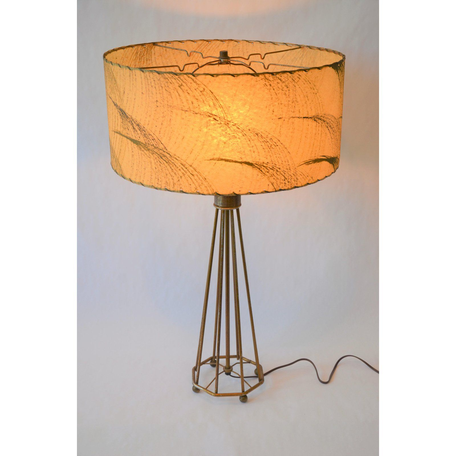 Amazing Mid Century Atomic Era 1950s Wire Frame Lamp With Laced Fiberglass Shade This Large Scale Lamp Is In Beautiful Lamp Table Lamp Lamp Shade