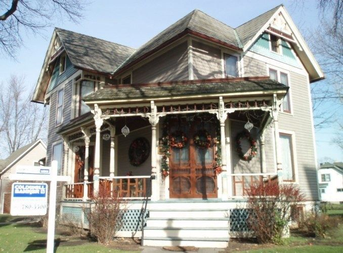 1101 Buckley St Waukesha Wi 53186 Pinned From Www Coldwellbanker Com House Styles My House Home
