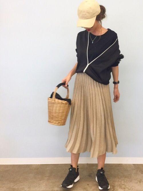 3da29c5235069 春夏は「スニーカー×スカート」が最強です。真似したい大人の抜け感 ...