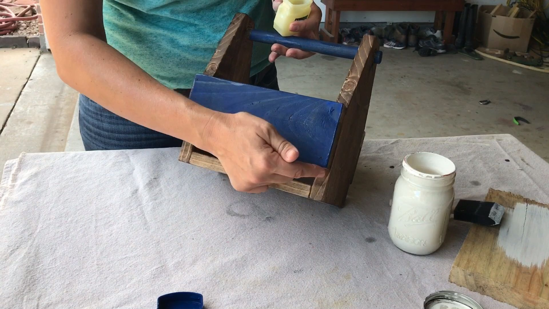How to Paint and Distress Furniture Perfectly! is part of Distressed furniture painting, Diy furniture videos, Distressed furniture diy, Distressed furniture, Paint furniture, Refinishing furniture - Want to know how to paint and distress furniture perfectly, every time  There's 1 simple ingredient I use to make distressing quick and easy  So, stop sanding all day and try