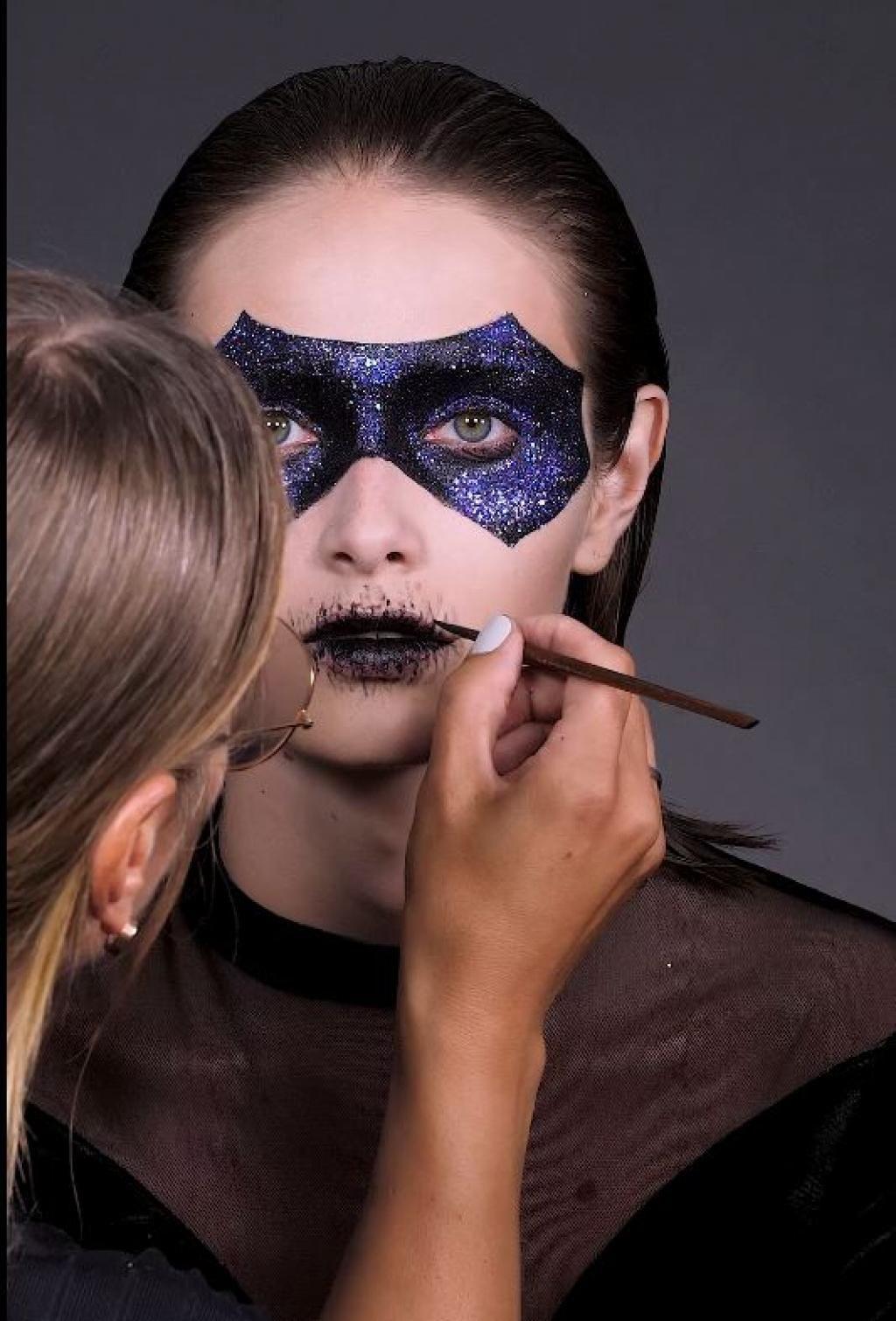 Maquillage Halloween cette année, sortez masquée avec