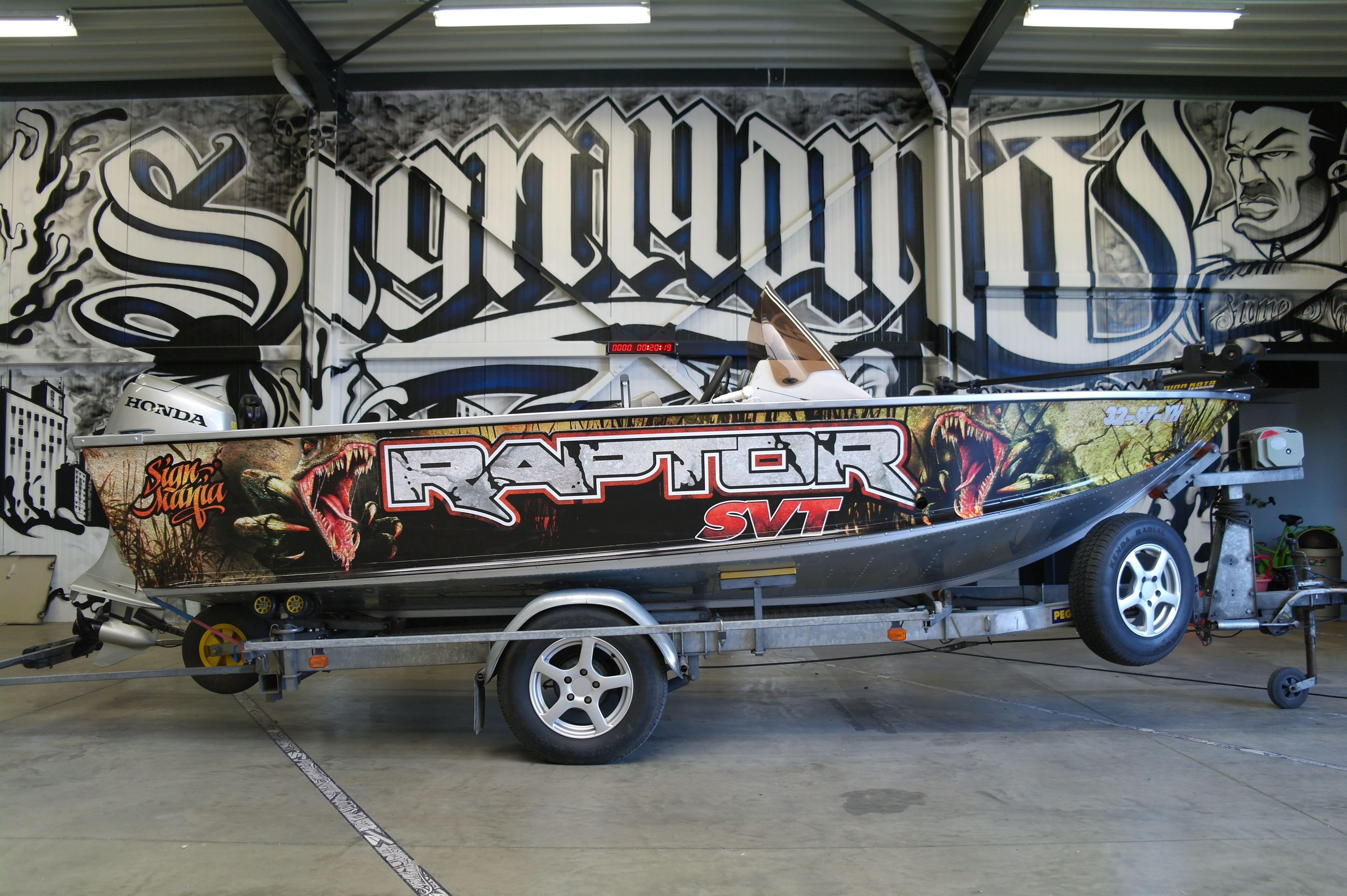 Raptor Fishboat Boatwrapping signmania fishboat