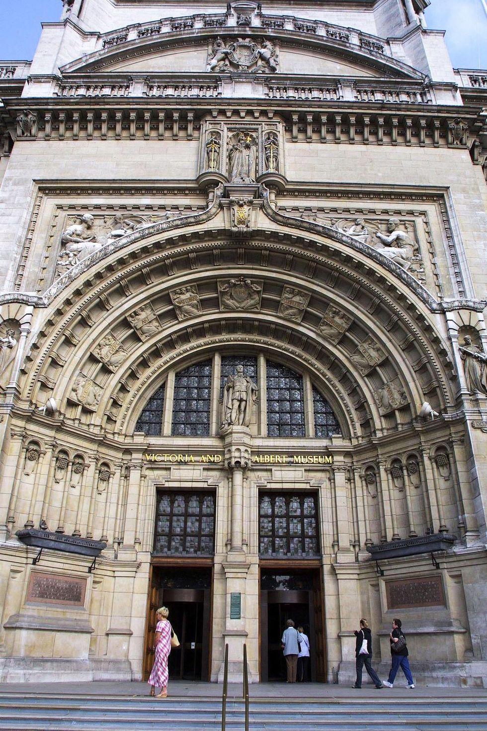 Victoria Albert Museum.