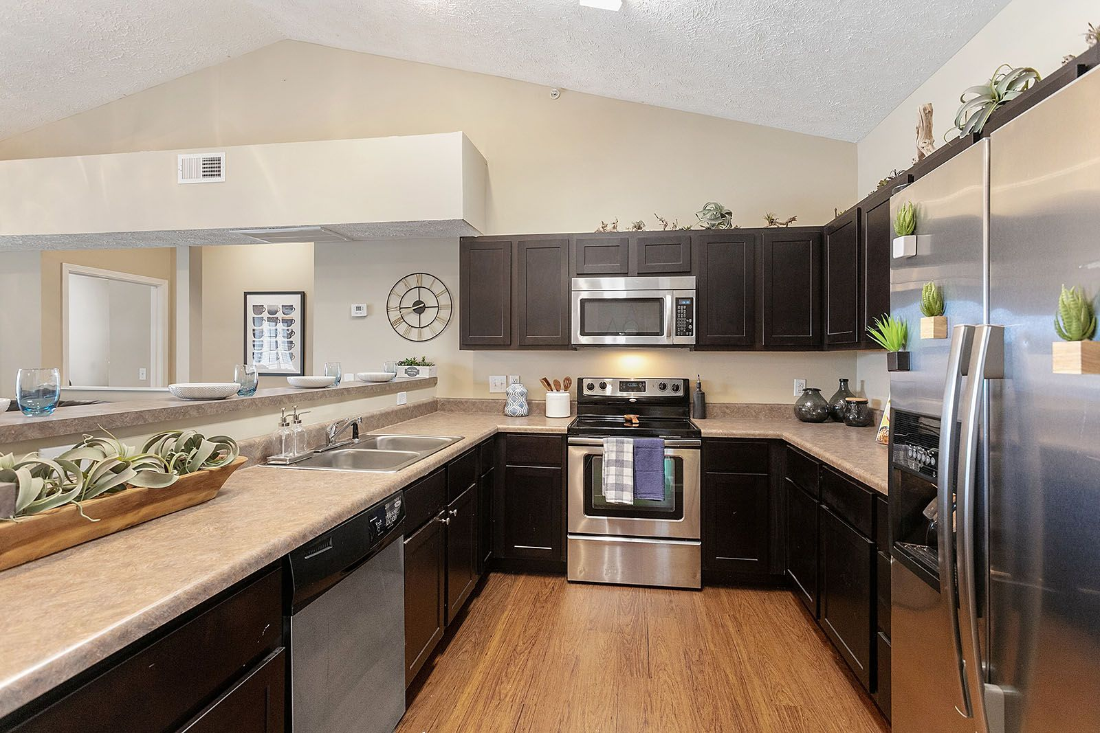 Our Spacious Fully Furnished Floor Plans Include Full Size Beds Private Balconies Fully Equipped Kitchens In Unit Washe Pet Friendly Apartments Home Campus