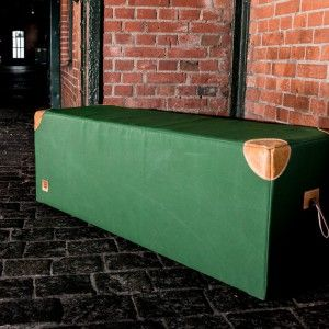 sitzbank aus alten turnmatten und leder von alten turnger ten von hardcrafted hamburg old school. Black Bedroom Furniture Sets. Home Design Ideas