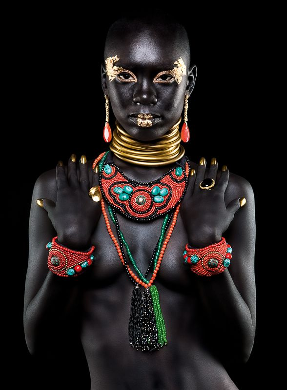 Prachtige sieraden, schitterend ontworpen, een mooi model en een mooie foto.