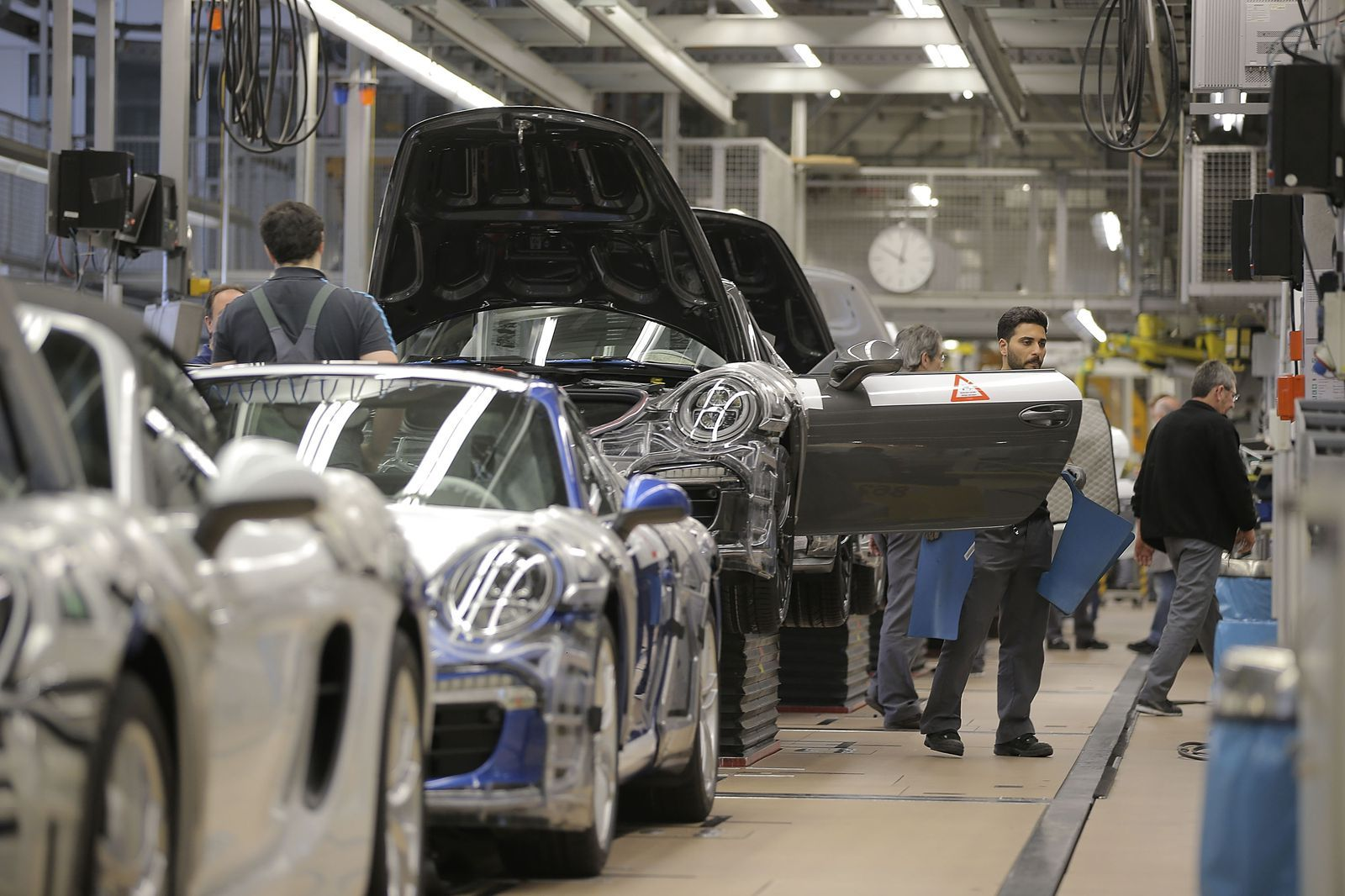 This is How Porsche Cars Get Made | Porsche cars, Sports cars and Cars