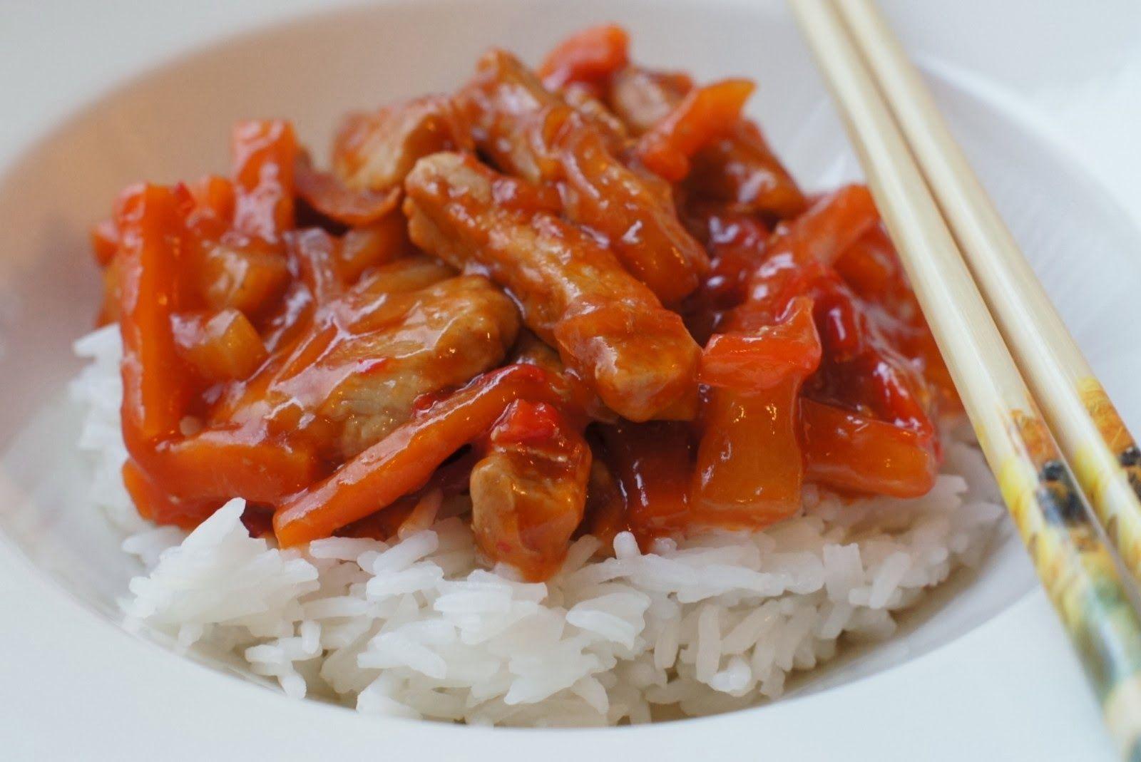 Jauhoton taikina : Hapanimelä kastike kiinalaiseen tyyliin