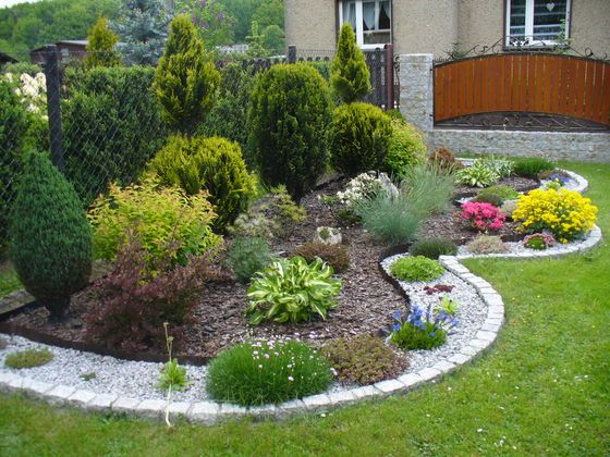 Maly Skalniak Szukaj W Google Small Garden Landscape Front Yard Landscaping Design Front Yard Landscaping