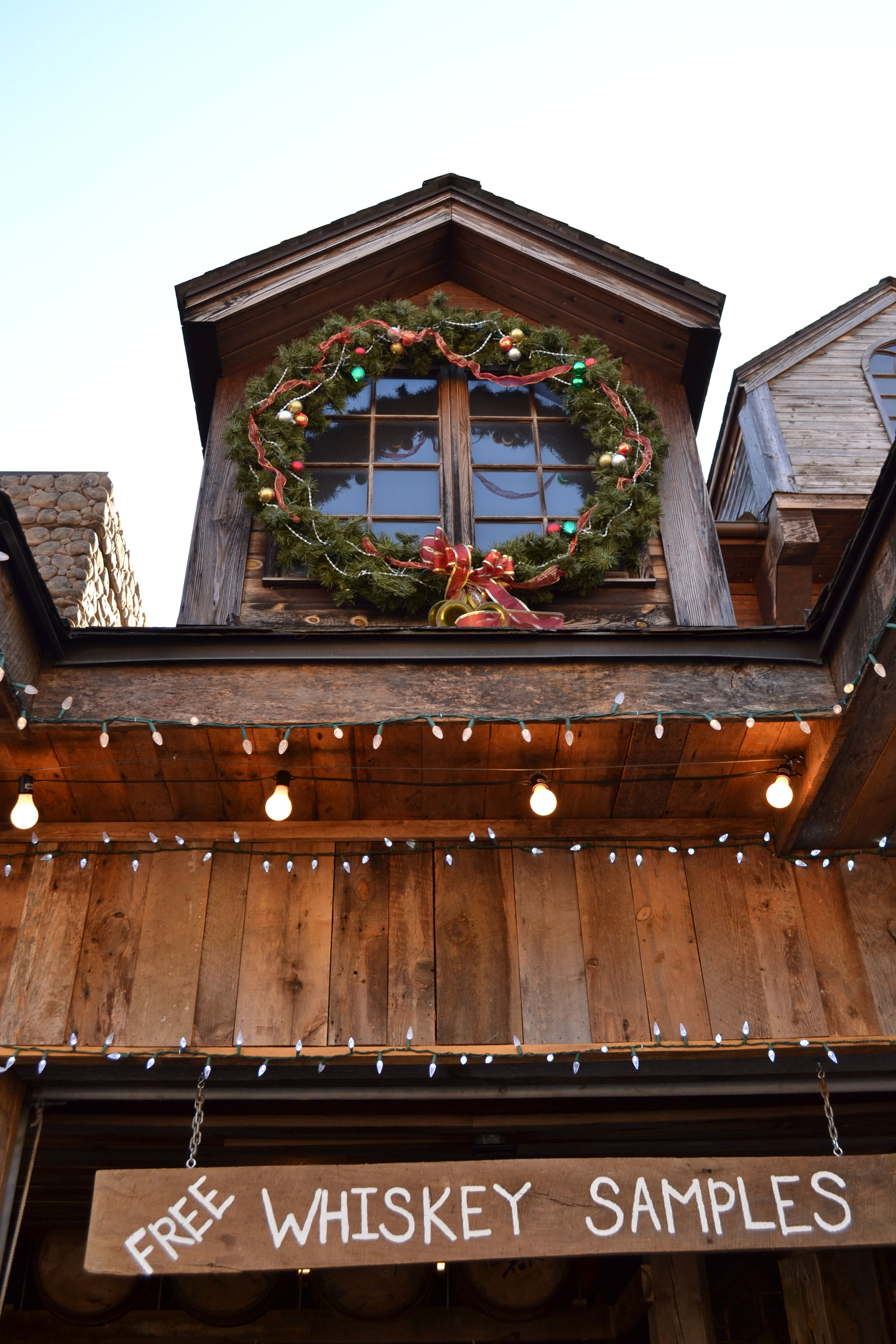Cabins in gatlinburg tn decorated for christmas - Parkside Cabin Rentals Features Gatlinburg Cabins In The Smoky Mountains Come Stay In One Of Our Smoky Mountain Cabins Or Chalets In Gatlinburg Tennessee