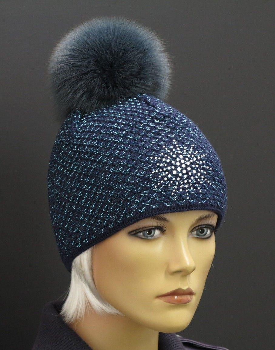 c63249dc41b Krásná zimní modrá čepice se třpitícími se vlákny a hvězdou a s luxusní kožešinovou  bambulí - vše