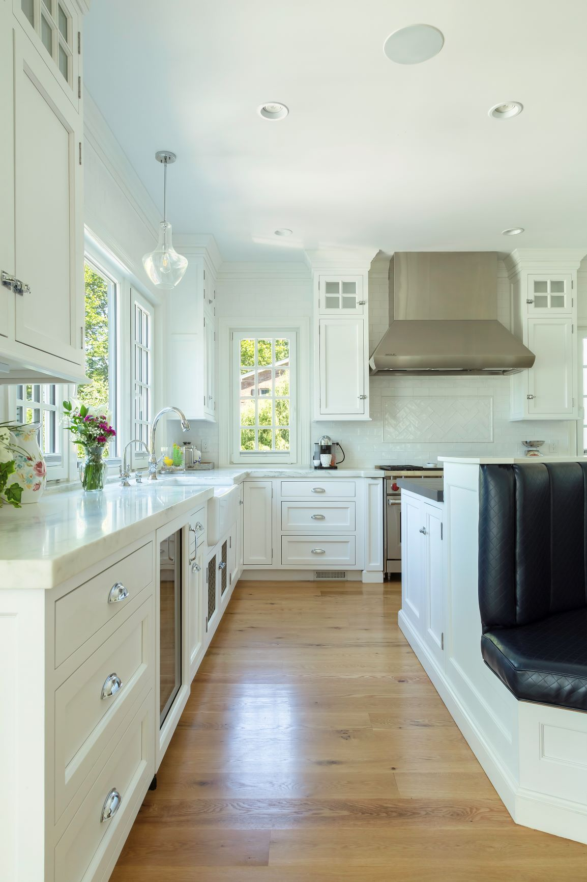 Warm And Welcoming Best Custom Kitchens In Long Island Showcase Kitchens Long Island Custom Kitchen In 2020 Custom Kitchen Remodel Kitchen Remodel Custom Kitchen