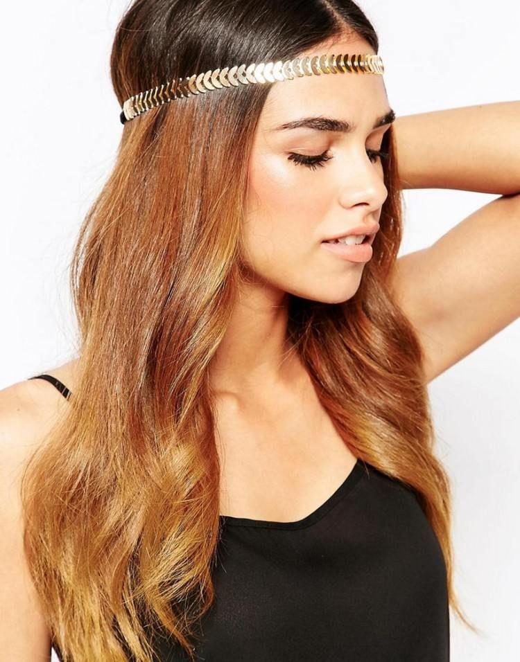 Sommerfrisur Offene Haare Mit Einem Halbmond Haarband Frisuren