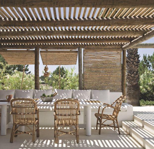 Maison de vacances au portugal refaite par des d corateurs mediterranean living maison de - Maison de pecheur portugal ...