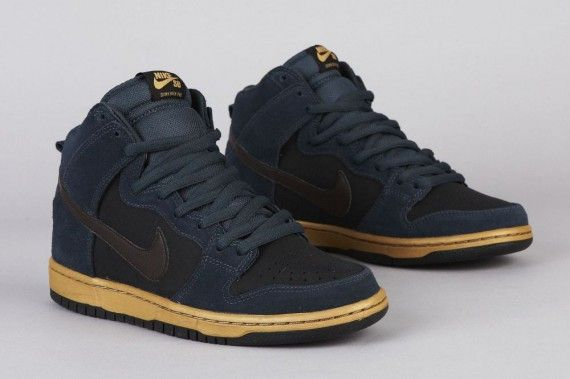 the latest 9ee69 aeefb Nike SB Dunk High Pro Classic CharcoalTar-Black