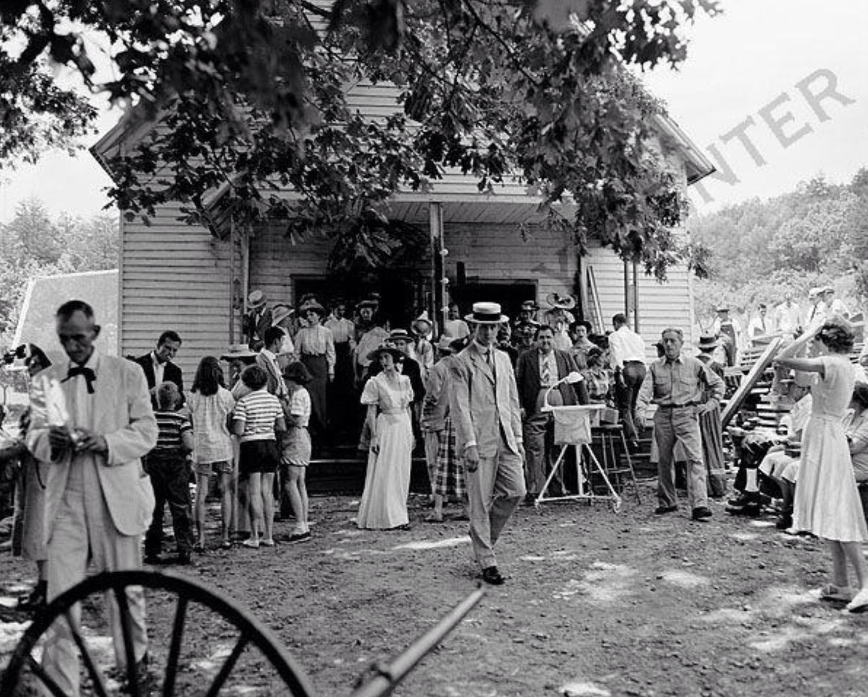 Pin On Candids On Film Sets 1950s 1960s Susan Hayward