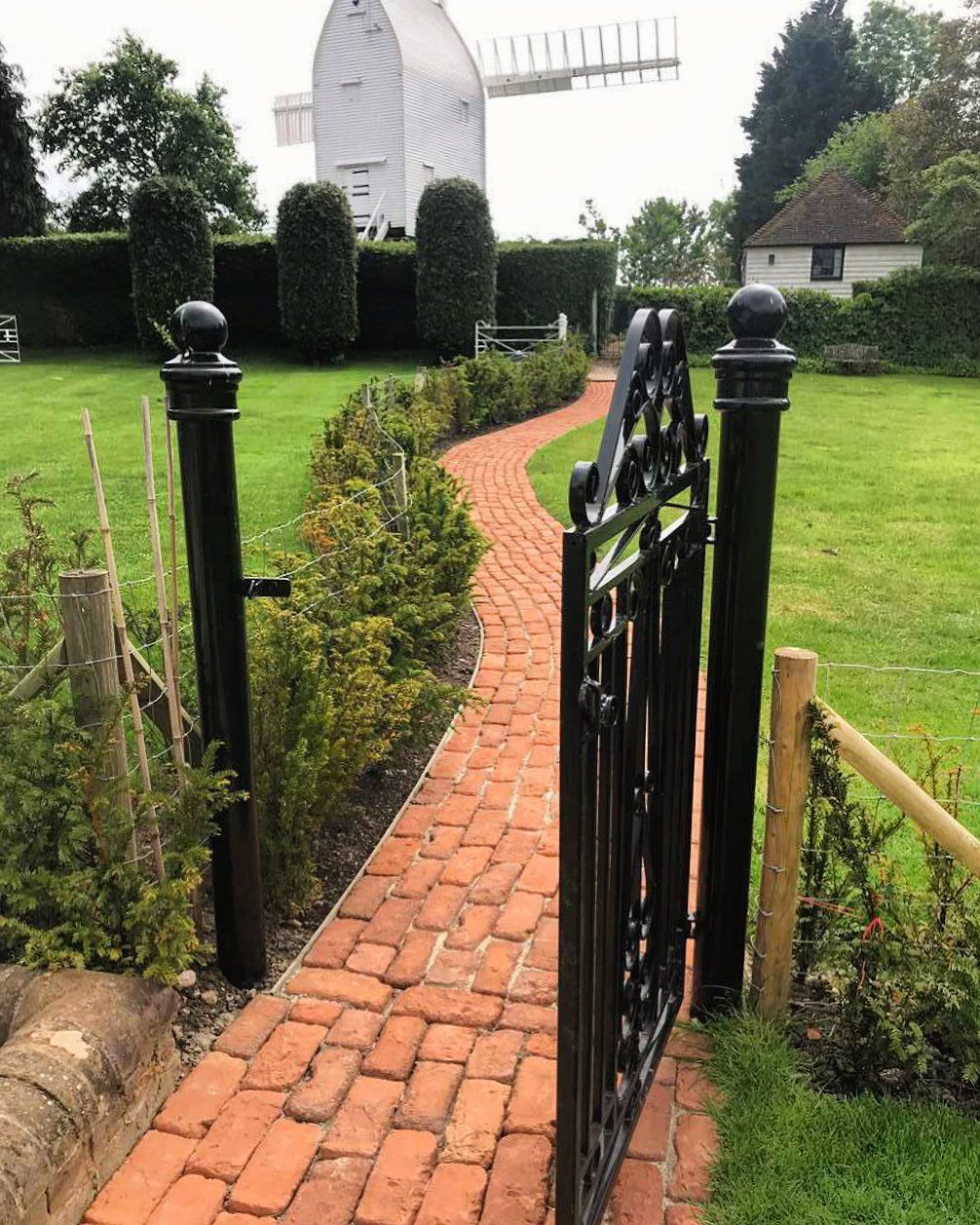 Wonderful customer photo of our Jacobean Brick Paving. A great choice for adding character and maturity to any traditional garden design.  Product link in bio. . . . . . #westminsterstone #gardendesign #gardenpath #gardenwalkway #brickpavers #brickpaving #brickpatio #traditionalgarden #traditionalpath #selfbuild #rennovation #exterior_design #landscapedesign #cottagegarden #pathway #periodproperty #pavers #terracottatiles #gardenlandscaping #jacobean #homeandgarden #backyarddesign #kitchengarden