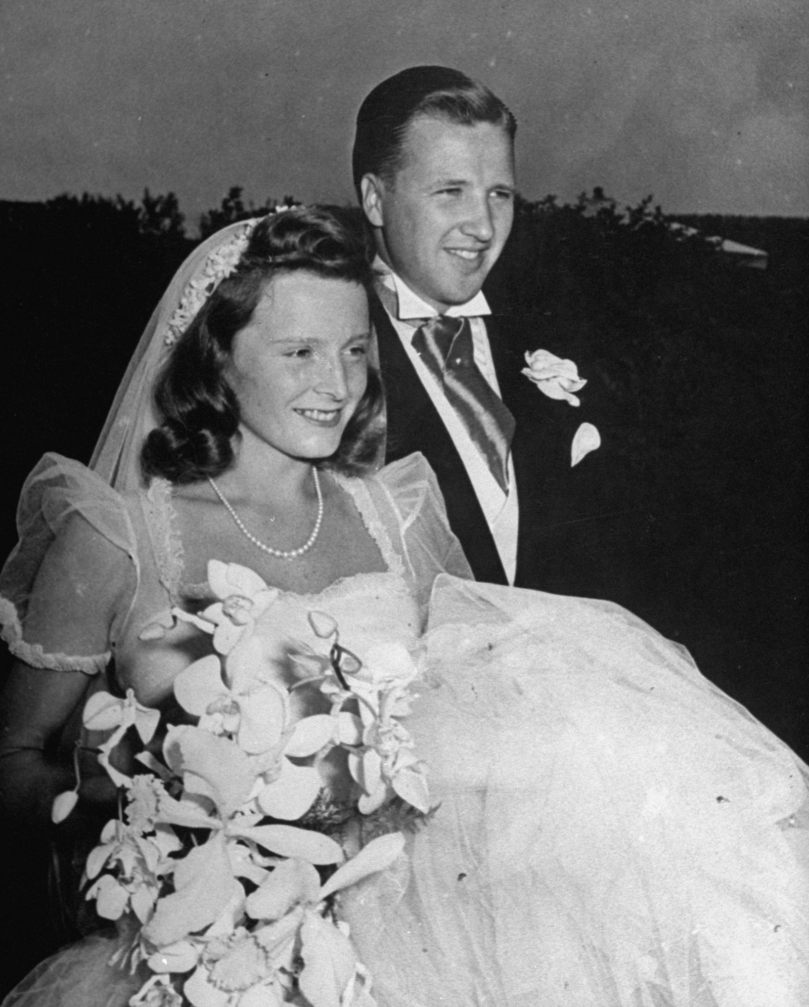 9 Gorgeous Wedding Gowns Worn By The Vanderbilts, The