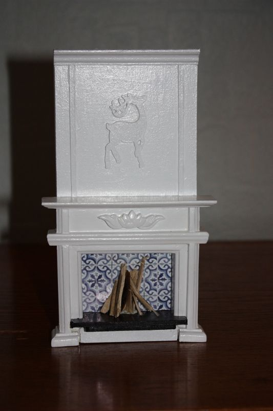 Remme dollhouse: How I changed a simple fireplace Z