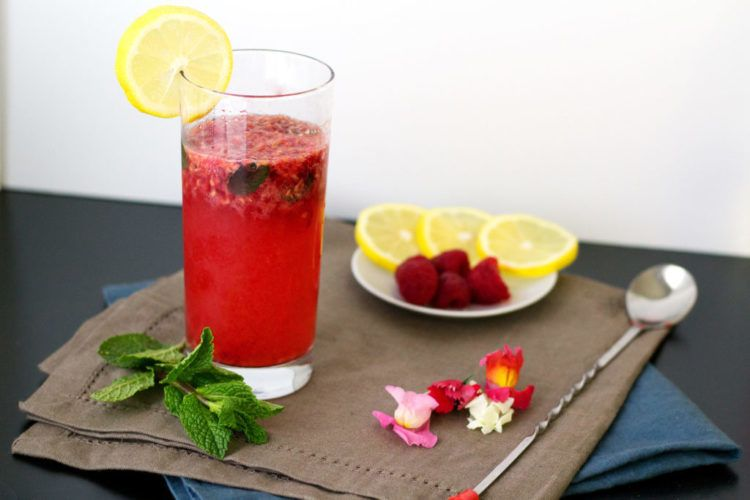 Muddled Raspberry and Vodka Drink #raspberryvodka