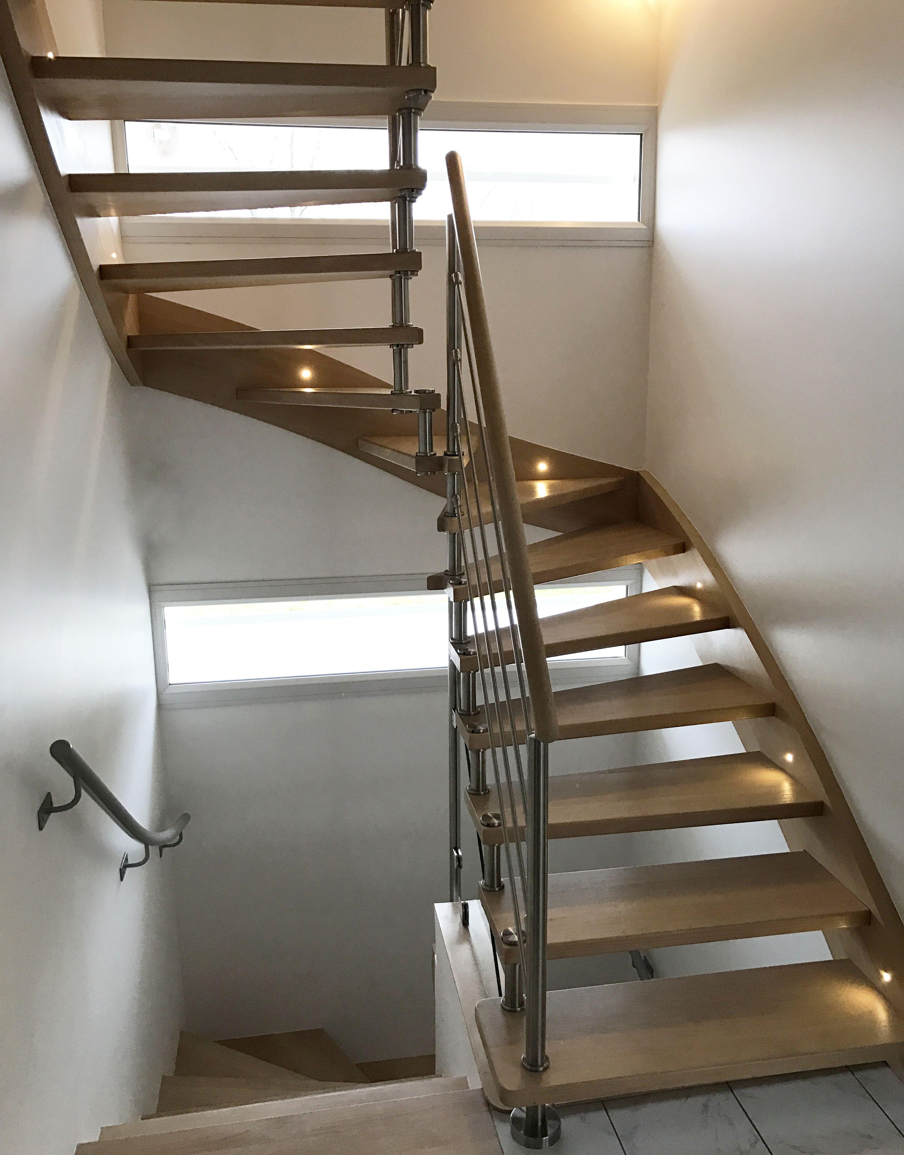 Escalier d\'intérieur demi-tour à marches balancées en bois, sans ...