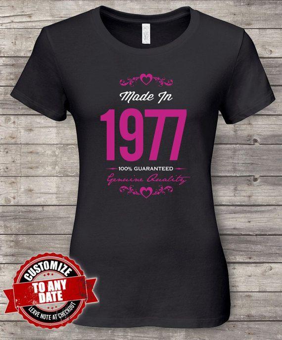b6e7625fa87f2 Made in 1977 Guaranteed 40th birthday gifts par FashionBirthdayTees ...