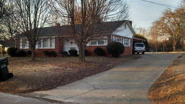 View listing details, photos and virtual tour of the Home for Sale at 1457 17th Ave NE, Hickory, NC at HomesAndLand.com.