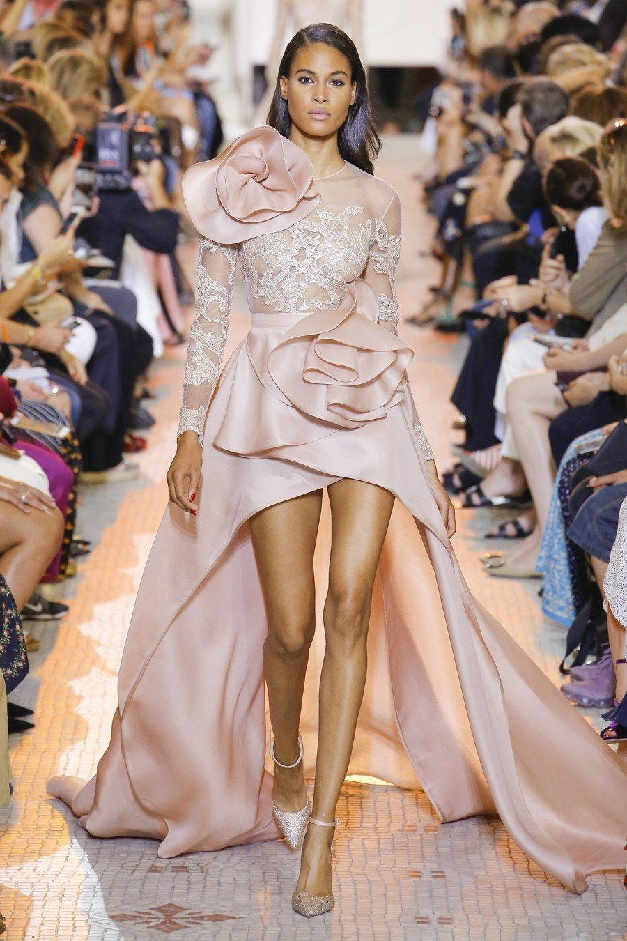 Elie Saab Fall 2018 Couture Fashion Show | Elie saab fall, Couture fashion,  Haute couture fashion