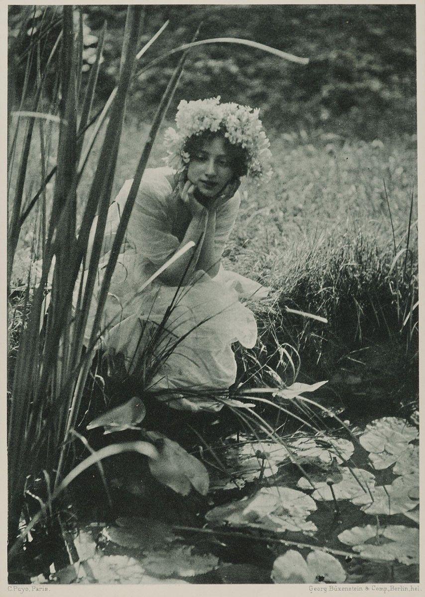 2ae8752b48468 Junge Frau am Seerosenteich | Büxenstein & Company, Emile Joachim  ConstantPuyo | 1903 | Museum für Kunst und Gewerbe Hamburg | CC0