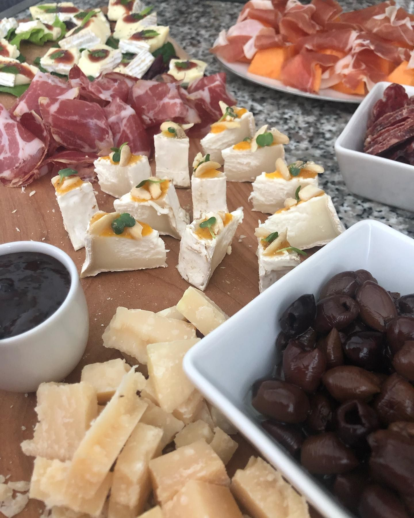 Friday Apéro at the terrace: Parmesancheese with plum-portwine sauce, goats cheese with apricot-citrus and almond, brie with strawberry-beeetroot and mint, coppa, truffle salami, melon with prosciutto and olives. #apero #emelysfinefood #fridayafternoon #weekend #enjoy #passionforfood #foodie #homecooking #withfriends #parmesan #parmigiano #taggiascaolives #apricot #strawberry #prosciutto #goatscheese #yummy