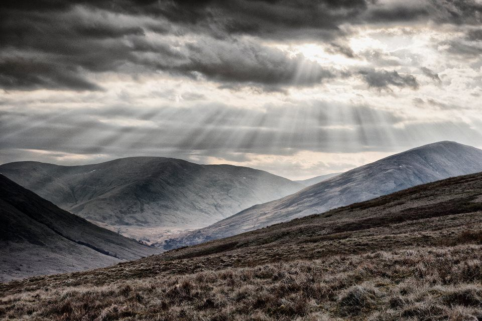 Dramatic scene of Scotland wins!! Here's Martin McCarthy's stunning image of sun on the Arrochar Alps from the sloes of Beinn Dubh beside Loch Lomond. Enjoy! :)