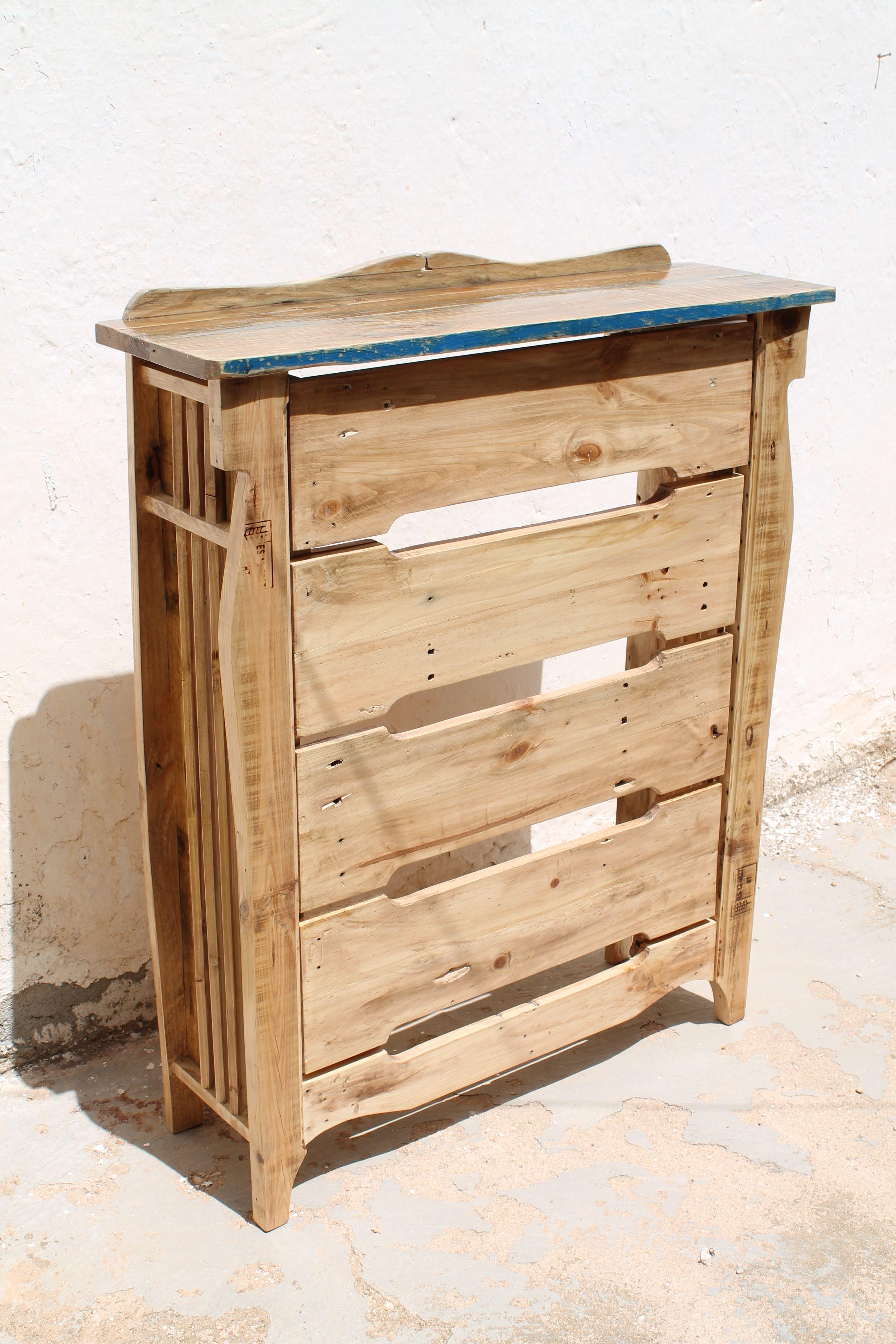 consola cubre-radiador Hecho con maderas de pallets viejos | MUEBLES ...